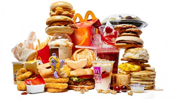 a correlation of obesity and junk food in america Cheap food blamed for america's obesity crisis this study attributes obesity to only one cause: low food pricesit does not discuss relentless marketing of cheap 'junk' foods.